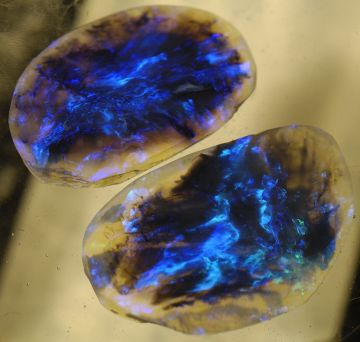 ShowViral_black-opal-a-rare-gem-found-almost-exclusively-at-the-lightning-ridge-mine-in-new-south-wales_733761
